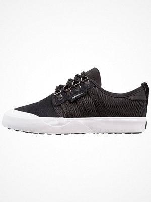 Adidas Originals SEELEY OUTDOOR Sneakers core black/footwear white