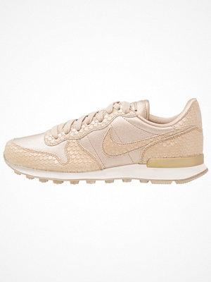 Sneakers & streetskor - Nike Sportswear INTERNATIONALIST Sneakers blur/light orewood brown/summit white
