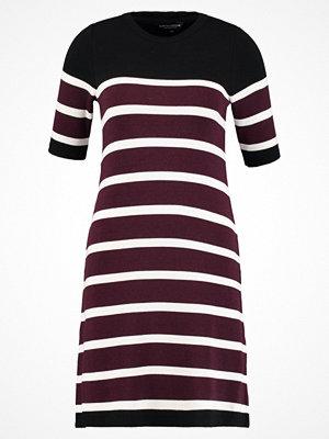 Dorothy Perkins Stickad klänning bordeaux/off white