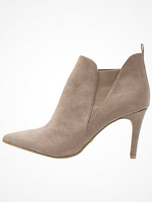 Boots & kängor - Dorothy Perkins X & FRANC JODIE Ankelboots taupe