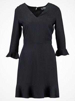 Dorothy Perkins RUFFLE TIE BACK DRESS  Sommarklänning indigo