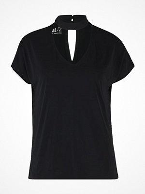 Only ONLMILI CHOKER Tshirt med tryck black