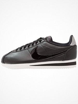 Nike Sportswear CLASSIC CORTEZ SE PRM Sneakers black/reflect silver