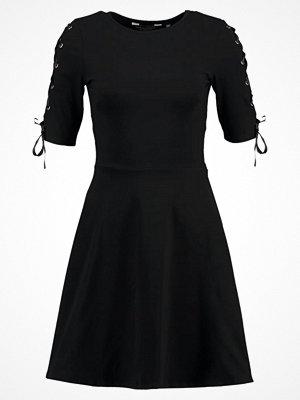 Dorothy Perkins PLAIN EYELET SLEEVE Jerseyklänning black
