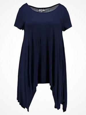Zalando Essentials Curvy Tshirt med tryck maritime blue
