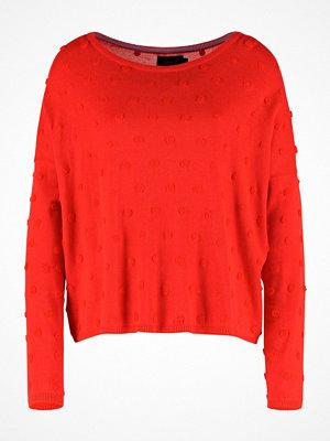 Only ONLLIV Stickad tröja flame scarlet