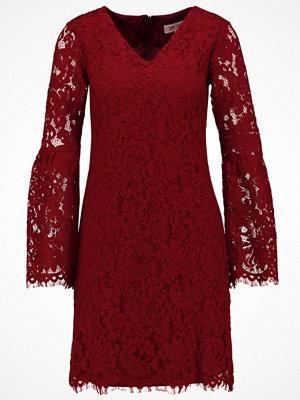 Dry Lake GLORY Sommarklänning ruby wine lace