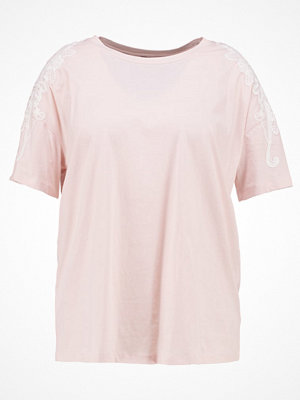 New Look Curves FLORAL APPLIQUE SHOULDER TEE Tshirt bas pink