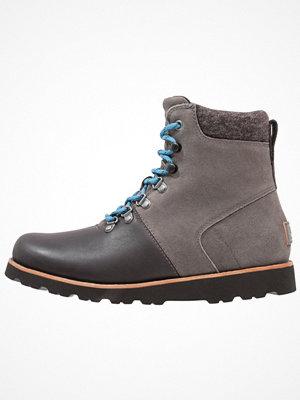 Boots & kängor - UGG HALFDAN Snörstövletter charcoal