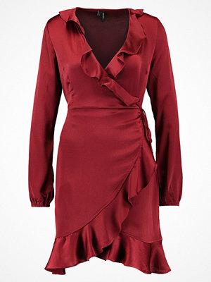 Vero Moda VMHENNA SHINE WRAP SHORT DRESS Sommarklänning cabernet