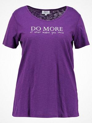 Zizzi TSHIRT Tshirt med tryck grape royal