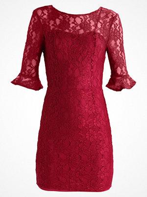 Even&Odd Fodralklänning dark red