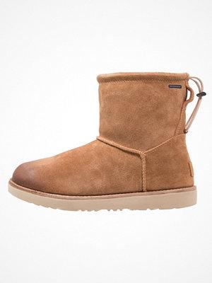 Boots & kängor - UGG CLASSIC TOGGLE WATERPROOF Vinterstövlar chestnut