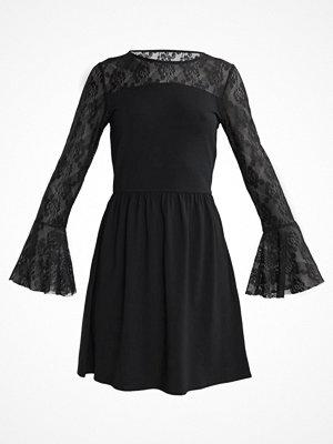 Only ONLNIELLA FLARED DRESS Sommarklänning black