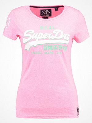 Superdry PREMIUM GOODS  Tshirt med tryck fluro pink snowy