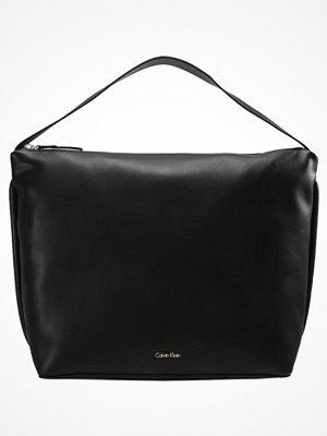 Calvin Klein svart shopper SUAVE Shoppingväska black