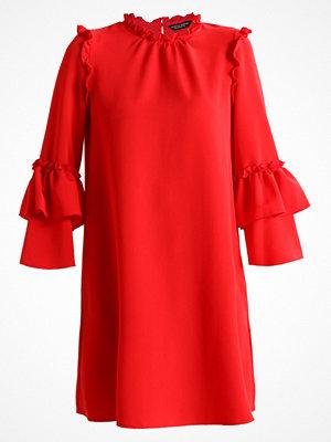 Dorothy Perkins CREPE RUFFLE DRESS Sommarklänning red