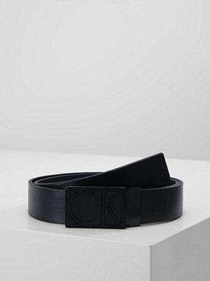 Calvin Klein HIGH CONTRAST PLAQUE BELT  Skärp black