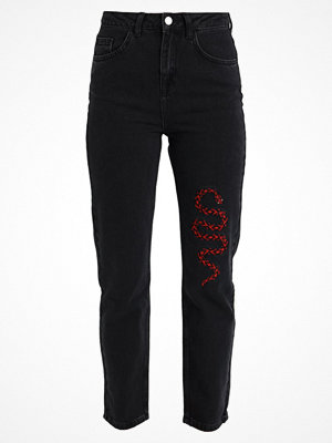 NA-KD NAKD SNAKE EMBROIDERY Jeans relaxed fit black
