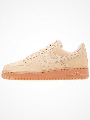 Nike Sportswear AIR FORCE 1 07 LV8 SUEDE Sneakers mushroom/medium brown/ivory