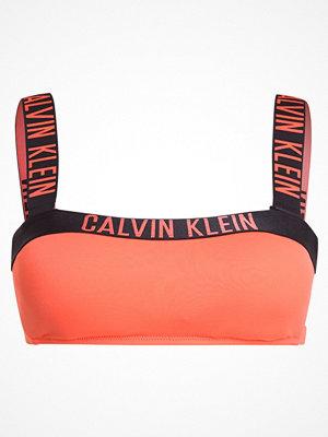 Calvin Klein Swimwear BANDEAU Bikiniöverdel hot coral