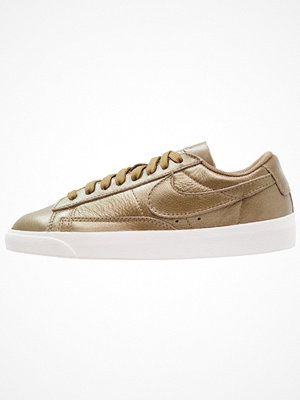 Sneakers & streetskor - Nike Sportswear BLAZER Sneakers metallic field/summit white/hazel rush