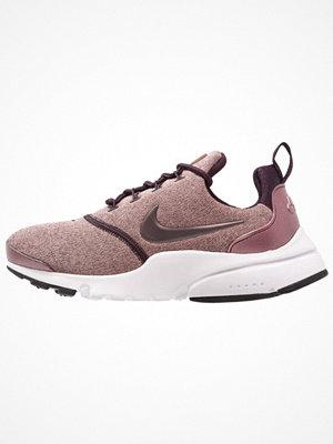 Nike Sportswear PRESTO FLY Sneakers port wine/particle pink/black/metallic mahogany