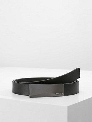 Calvin Klein CURVED PLAQUE BELT Skärp black