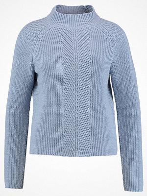 More & More Stickad tröja cloudy blue