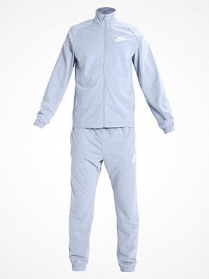 Nike Sportswear BASIC Träningsset glacier grey