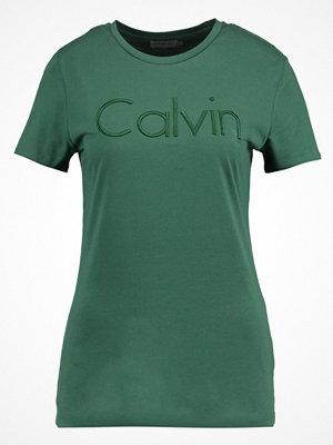 Calvin Klein Jeans TANYA Tshirt med tryck trekking green