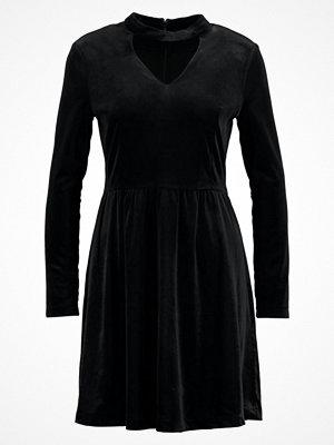 Only ONLMANDY CHOKER DRESS Jerseyklänning black