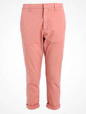 Hope omönstrade byxor NEWS TROUSER Chinos pink
