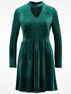 Only ONLMANDY CHOKER DRESS Jerseyklänning rain forest
