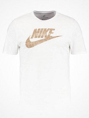 Nike Sportswear FUTURA Tshirt med tryck white/elemental gold