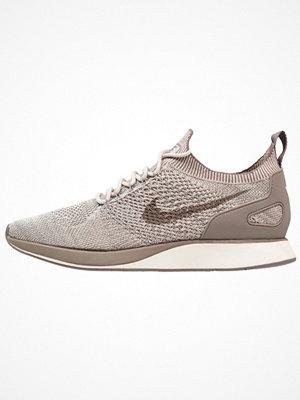 Nike Sportswear AIR ZOOM MARIAH FLYKNIT RACER Sneakers string/dark mushroom/light charcoal/pale grey/sail