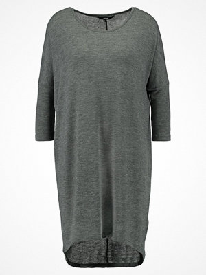 Vero Moda VMHONIE LOOSE LONG Stickad klänning medium grey melange
