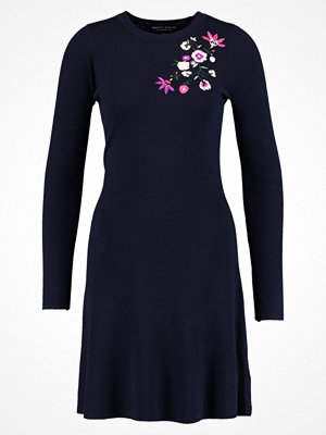 Dorothy Perkins FLORAL EMBROIDERED SHIFT DRESS Stickad klänning black