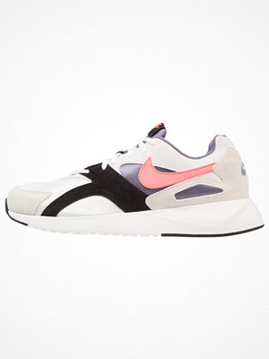 Nike Sportswear PANTHEOS Sneakers summit white/hot punch/black/light carbon/sail