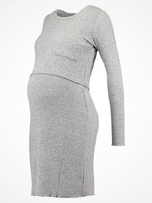 Mamalicious MLNEVADA JUNE DRESS Stickad klänning medium grey melange