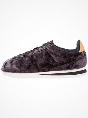 Nike Sportswear VELVET CORTEZ Sneakers black/summit white/metallic gold