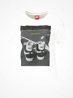 Nike Sportswear TEE Tshirt med tryck white