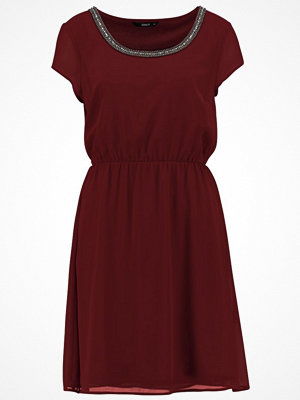 Only ONLNETE DAFNE CAP SLEEVE DRESS Cocktailklänning port royale