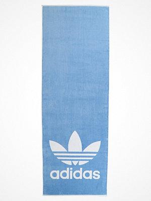 Strandplagg - Adidas Performance TOWEL ADICOLOR Strandaccessoar  ash blue/white