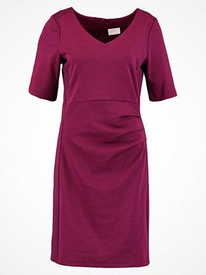 Kaffe SARA Jerseyklänning magenta plum