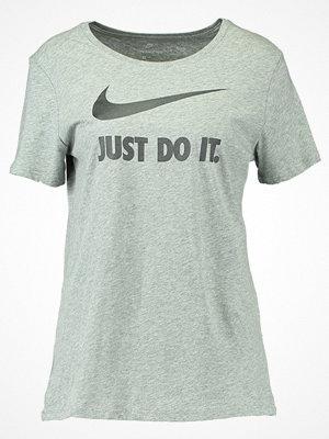 Nike Sportswear Tshirt med tryck grey