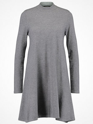 Vero Moda VMKARIS MARIKKA HIGHNECK DRESS Stickad klänning medium grey melange