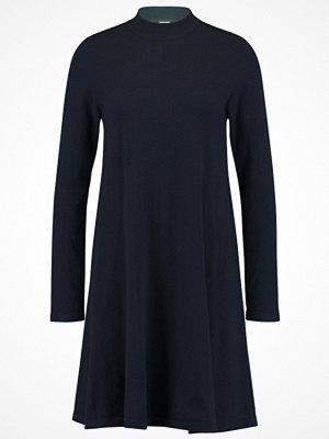 Vero Moda VMKARIS MARIKKA HIGHNECK DRESS Stickad klänning salute