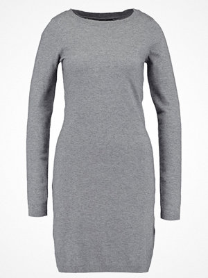 Vero Moda VMKARIS DIXON BOATNECK DRESS BOO Stickad klänning medium grey melange