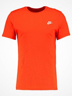 Nike Sportswear CLUB EMBROIDERY  Tshirt bas team orange /white
